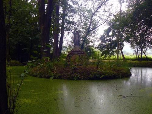 Kapliczka w parku